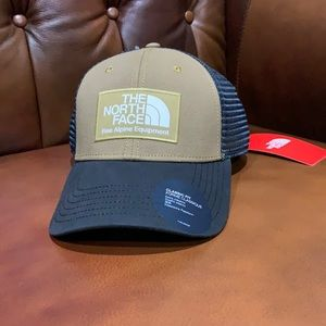 The North Face Mudder Trucker hat NWT